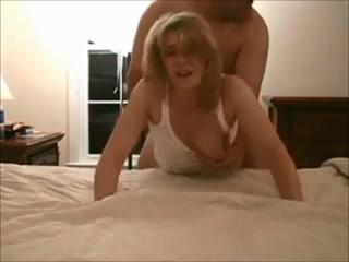 Жёсткое проникновение в любительском порно и глотание спермы зрелой блондинкой