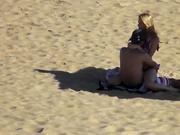 Дружеский секс пары на пляже подглядывают и снимают на любительскую камеру