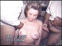 Негры в горячем групповом видео дружно кончают на зрелую белую и домохозяйку