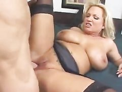 Зрелая в чулках секс видео при муже, студент выебал студенток