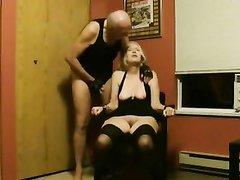Минет от зрелой блондинки и жёсткое проникновение в любительском порно