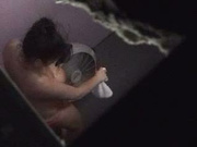 За упитанной красоткой в голом видео подглядывает сосед и снимает видео