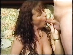Британское любительское порно с красоткой отдавшейся двум кавалерам