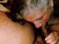 Потрясающий минет от зрелой поклонницы орального секса понравился любовнику