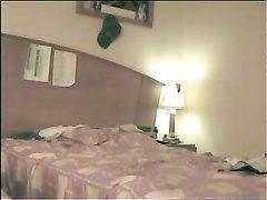 Итальянская парочка любовников снята на видео в постели скрытой камерой