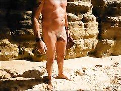 На пустынном пляже чуваком снято любительское порно с загорелой незнакомкой