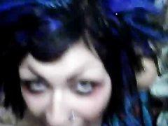 Домашний минет крашеной шлюхи снят на видео от первого лица ч окончанием в рот