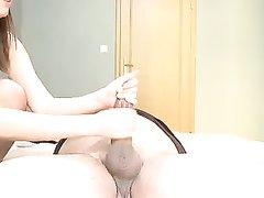 Чешская красотка сняла нижнее бельё для любительского секса с поклонником