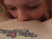 Любовницы лесбиянки сняли крупным планом оральный секс и нежно лизали дырки