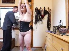 Домашнее БДСМ мужа с толстой и озабоченной женой в корсете снято на видео