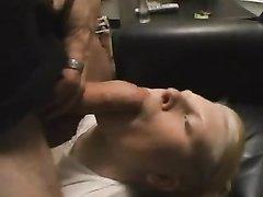 Интенсивный минет и горячий хардкор в домашнем видео снят от первого лица