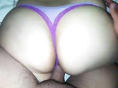 Бразильянка с огромной попой в любительском порно отдалась не снимая трусиков