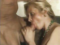 После сладкого куни от любовника зрелая дама согласилась на анальный секс