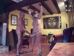 Зрелая пара любовников в порно с БДСМ развлекается с привязыванием и вибратором