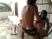 Горячее видео с пылкой итальянской домохозяйкой летом на открытой террасе