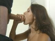 Симпатичная жена в немецком видео трахается с любовником в присутствии мужа