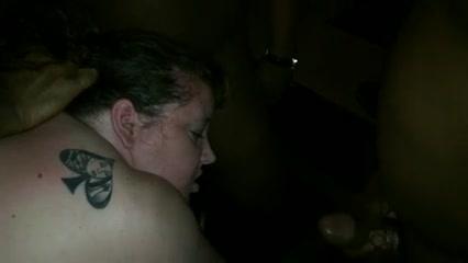 Белая и толстая любовница в групповом анальном порно отдалась двум неграм