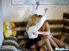Молодая блондинка согласна на домашний секс со зрелым хахалем после куни