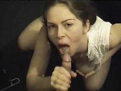 Видео от первого лица с домашней мастурбацией члена и глотанием спермы