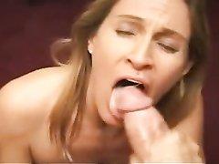Домашний минет от зрелой проститутки снят в порно от первого лица с окончанием в рот