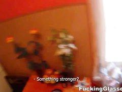 Сладкая блондинка в видео интенсивно трахается с озабоченным любовником