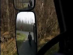 Водитель в ретро видео снял молодую шлюху для любительского минета и заодно трахнул