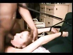 Негр в анальном порно связал белую домохозяйку и жёстко трахает попу чёрным членом