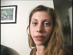 Худая проститутка идеально подходит для домашнего секса в 69 положении