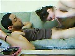 Для домашнего видео белая развратница пригласила негра и раздвинула ноги