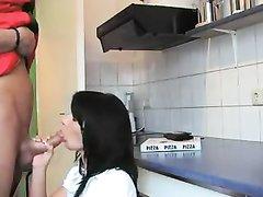 Худая брюнетка снявшись в анальном порно трахается в попу с любовником на кухне