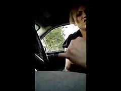 Домашняя мастурбация члена от пассажирки снята на видео в салоне автомобиля