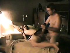 Молодой кавалер в анальном видео интенсивно поимел в попку зрелую любовницу