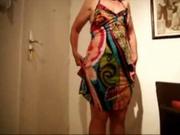 В соло сцене горячего порно зрелая домохозяйка крупным планом дрочит клитор