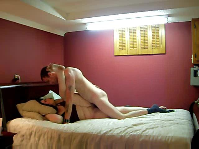 Скрытая камера показала реальное домашнее порно с толстой дамочкой в постели