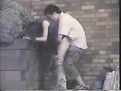 Влюблённую парочку увлечённую интимом на улице снял на видео неизвестный оператор