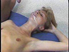 Зрелая любительница спермы в видео сосёт член до окончания в рот и на лицо