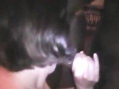 В групповом видео зрелая домохозяйка предложила неграм двойное проникновение