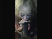 Зрелая блондинка в домашнем видео удовлетворила негра с огромным членом