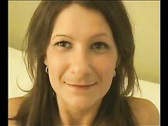 Белая нимфоманка сняла домашнее видео с двумя неграми отдавшись в дырки