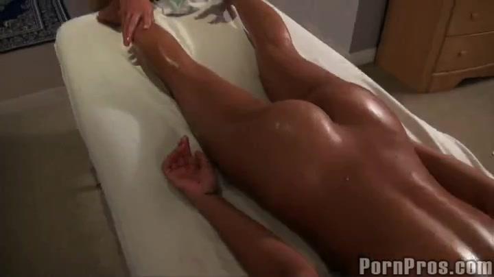 Уговорил на эротический массаж порно видео фото