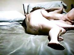Влюблённые зрелые лесбиянки встретились в постели для орального секса