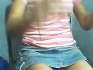 Любительская мастурбация киски от симпатичной латинки в порно снятом по вебкамере