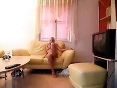 Стройная блондинка с любовником снята на видео благодаря скрытой камере
