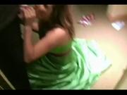 Домашний минет красотка в зелёном платье делает на коленях в порно от первого лица