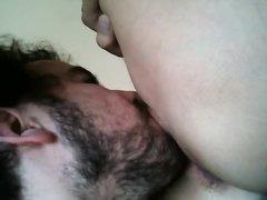 Бородатый зрелый мужик лижет киску влажной домохозяйке на секс свидании
