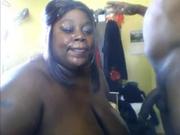 Толстая негритянка чеканит домашний минет и в порно отсасывает чёрный член