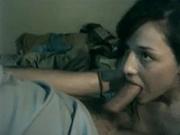 Смуглая проститутка для видео чеканит минет заботливому клиенту и глотает сперму