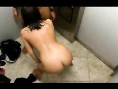 Любительское видео со скрытой камеры показывает измену белой жены с негром