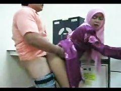 Арабская леди в анальном видео подставила круглую попу нежному любовнику