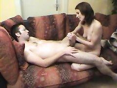 Худая немецкая модель в интимном видео дрочит член возбуждённого парня